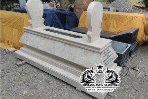 Makam Bokoran Tumpuk Marmer