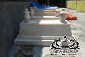 Makam Matram Tumpuk Marmer